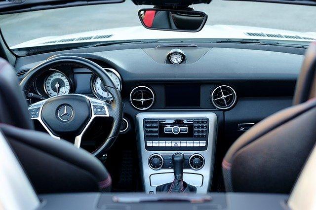 Akcesoria samochodowe - co warto kupić?